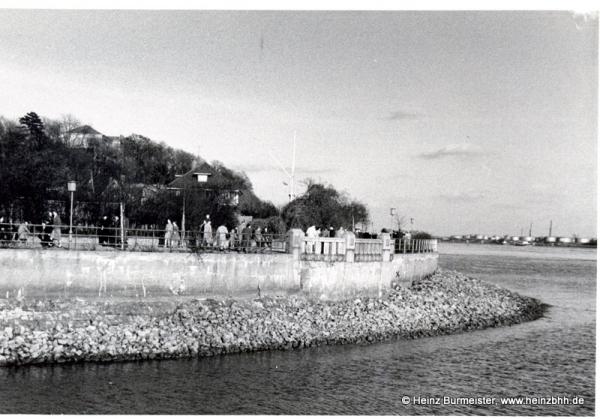 Teufelsbrück Elbe beim Yachthafen Richtung Osten ca.60er(Pap163)