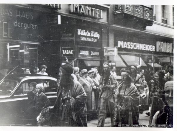 Veranstaltung in der Innenstadt 60er Jahre(Pap200)